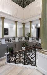 Immeuble dit Hôtel Bézard - English: The staircase of the Hôtel Bézard in Nîmes