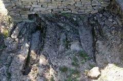 Chapelle Saint-Nazaire de Marissargues -  Rupestrians tombs left as witnesses of excavations.