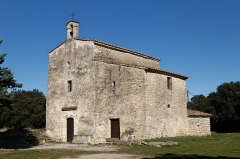Chapelle Saint-Nazaire de Marissargues -  The main nave crossed with ribs built in the fourteenth century replaced the nave with a wooden roof of the eleventh century. It is flanked by a hermitage built in the 17th century.