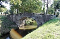 Pont Vieux de Cailhavel ou Pont Saint-Jean, sur la Rigole de la Plaine - Français:   Pont Vieux de Cailhavel sur la Rigole de la Plaine