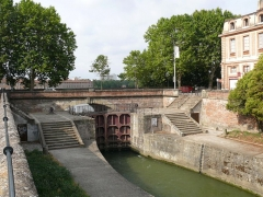 Ecluse double Saint-Pierre sur le Canal de Brienne - English: Saint-Peter's lock, in Toulouse (Haute-Garonne, Midi-Pyrénées, France).