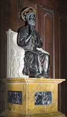 Eglise Saint-Martin - English:  Castelnau-d'Estrétefonds. Saint Peter the Apostle: cast bronze patinated with black. Reduced replica of the seated statue of the Apostle Peter by Arnolfo di Cambio in the Basilica of St. Peter in Rome.