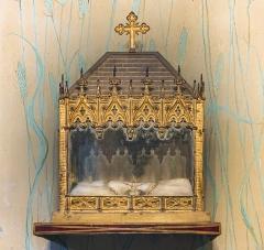 Eglise Saint-Martin - English:  Castelnau-d'Estrétefonds. Église Saint-Martin. Reliquary of Saint Germaine. This reliquary shrine is contemporary with the canonization of Saint Germaine de Pibrac in 1867. Dimensions 51 x 41.5 x 21.5 cm.