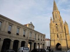 Halle-mairie - Français:   Mairie et église de Boulogne-sur-Gesse