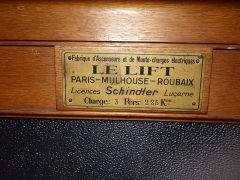 Immeuble - English: Manufacturer's sign inside the original lift of 66 rue de la Pomme, Toulouse