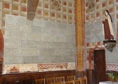 Chapelle Notre-Dame de Cahuzac - Plaques de marbre dans la chapelle Notre-Dame de Cahuzac à Gimont.