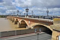 Pont dit Pont de Pierre - Bordeaux (France): le Pont de Pierre
