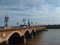 Pont dit Pont de Pierre - Español: Puente de piedra sobre el río Garona. Burdeos (Francia)
