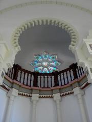 Chapelle Sainte-Marie-du-Cap - Français:   Chapelle Sainte-Marie-du-Cap, chapelle de la Villa Algérienne à Lège-Cap-Ferret (33). Intérieur. Abside et tribune du chœur.