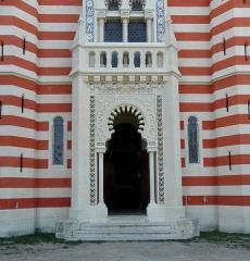 Chapelle Sainte-Marie-du-Cap - Français:   Chapelle Sainte-Marie-du-Cap, chapelle de la Villa Algérienne à Lège-Cap-Ferret (33). Façade principale. Rez-de-chaussée: portail.