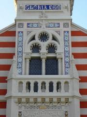 Chapelle Sainte-Marie-du-Cap - Français:   Chapelle Sainte-Marie-du-Cap, chapelle de la Villa Algérienne à Lège-Cap-Ferret (33). Façade principale. 1er étage: tribunne des sonneurs.