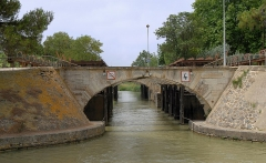 Canal du Midi - English: Ouvrages du Libron: Canal du Midi traversing the Libron River near Agde
