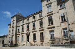 Château des Bashy du Cayla, dit du Comte de Turenne (actuel hôtel de ville) - Français:   Pignan (Hérault) - Château de Turenne (XVIIe siècle) construit par Gabriel d\'Hebles et Henri de Baschi du Cayla, actuelle mairie depuis 1895.