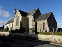 Eglise Saint-Médard - Extérieur de l'église Saint-Médard de Torcé (35). Flanc sud, chevet et sacristie.