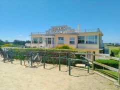 Club-House du Dinard Golf - Français:   Vue de l\'entrée, côté est, du club-house du Dinard Golf à Saint-Briac-sur-Mer en Ille-et-Vilaine. Il a été conçu par l\'architecte Marcel Oudin vers 1925.