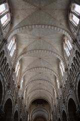 Eglise Saint-Martin - Intérieur de l'église de Janzé (35) dédiée au Sacré-Cœur, Saint-Pierre et Saint-Martin. Voûtes de la nef.
