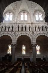 Eglise Saint-Martin - Intérieur de l'église de Janzé (35) dédiée au Sacré-Cœur, à Saint-Pierre et Saint-Martin. Élévation de la nef.