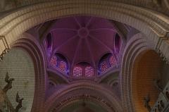 Eglise de la Sainte-Trinité-Notre-Dame - Français:   Intérieur de l\'église Sainte-Trinité de Tinténiac (35). Coupole du chœur.