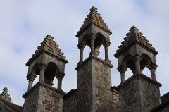 Eglise de la Sainte-Trinité-Notre-Dame - Français:   Extérieur de l\'église Sainte-Trinité de Tinténiac (35). Pinacles.