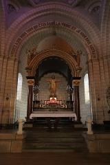 Eglise de la Sainte-Trinité-Notre-Dame - Intérieur de l'église Sainte-Trinité de Tinténiac (35). Chœur et ciborium.