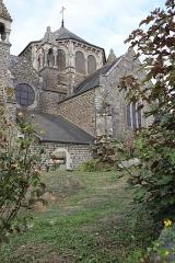 Eglise de la Sainte-Trinité-Notre-Dame - Français:   Extérieur de l\'église Sainte-Trinité de Tinténiac (35). Vue septentrionale de la sacristie et de la coupole du chœur.