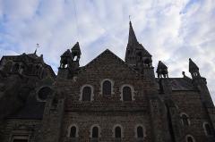 Eglise de la Sainte-Trinité-Notre-Dame - Français:   Extérieur de l\'église Sainte-Trinité de Tinténiac (35). Vue méridionale de l\'édifice (non orienté). Narthex et nef.