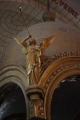 Eglise de la Sainte-Trinité-Notre-Dame - Intérieur de l'église Sainte-Trinité de Tinténiac (35). Ange du ciborium.