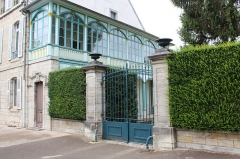 Maison - This building is indexed in the Base Mérimée, a database of architectural heritage maintained by the French Ministry of Culture,under the reference PA39000013 .