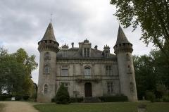 Domaine de Fondat - Français:   Le château de Fondat est situé dans le département français du Maine-et-Loire, sur la commune des Saint-Justin en France.