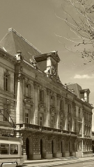 Bourse du Travail - Français:   Vue globale de la façade de la bourse du travail de Saint-Etienne, chef-lieu du département de la Loire. Le bâtiment est l\'oeuvre de Léon Lamaizière qui, outre cette construction, a fortement marqué l\'urbanisme stéphanois par de nombreuses réalisations architecturales.