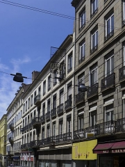 Immeuble - Français:   Vue de l\'immeuble de négociants datant du 19ème siècle et situé 11 rue de la république à Saint Etienne, chef-lieu du département de la Loire. Au 1er plan à droite, l\'immeuble du 13 rue de la république également monument historique.