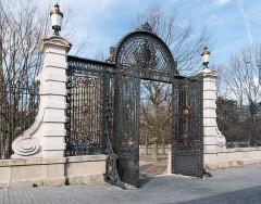 Ancienne manufacture nationale d'armes de Saint-Etienne -  The main gate, seen from intérior..