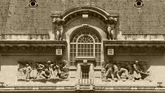 """Immeuble dénommé """" Hôtel des Ingénieurs """", - Hauts reliefs signés de Paul Graf qui représentent le travail de la mine et celui des métaux sur la façade de l'hôtel des ingénieurs à Saint-Etienne, chef-lieu du département de la Loire."""