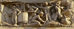 """Immeuble dénommé """" Hôtel des Ingénieurs """", - Vue du haut relief signé Paul Graf représentant le travail de la mine sur la façade de l'hôtel des ingénieurs à Saint-Etienne, chef-lieu du département de la Loire."""