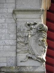 Eglise Notre-Dame - Façade principale de l'église Notre-Dame de Clisson (44). Armes de Clisson.
