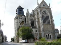 Eglise paroissiale Saint-Julien - English: L'église St Julien (St Julien de Vouvantes)