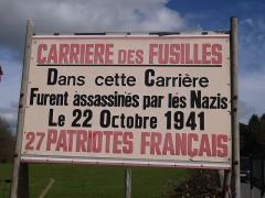 Monument aux fusillés - Panneau indicateur à l'entrée du site.