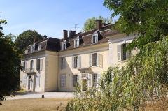 Ancienne maison du directeur des canaux, dite maison des Seigneurs du Canal, le long du canal du Loing - Français:   Maison des seigneurs du canal à Cepoy (Loiret) sur le bord du Canal, aujourd\'hui auberge de jeunesse
