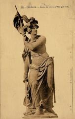 Monument à Jeanne d'Arc -  Statue de Jeanne d'Arc par Edme-François-Étienne Gois, bronze, salon de 1803. Carte postale ancienne vers 1910, photographe inconnu. Statue actuellement à Orléans.