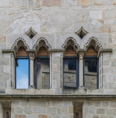 Maison médiévale - English: Windows of the building at 15-17 rue de Clermont in Figeac, Lot, France