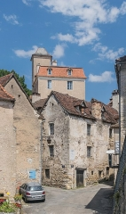 Château de Larnagol - English: Street in Larnagol and castle of Larnagol towering over town, Lot, France