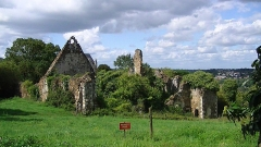 "Anciens château et "" ville close "" - English: Ruins of the Priory of Saint-Jean in the Chateau de Champtoceaux"