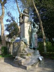 Statue de Jean-François Millet dans le jardin public, à Octeville -  Buste de Jean-François Millet situé dans le Jardin public de Cherbourg-Octeville