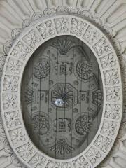 Chapelle Sainte-Croix -  Voûtes du transept nord de la cathédrale de la Sainte-Trinité de Laval, Mayenne, Pays de la Loire. Détail. Médaillon central peint sur bois.