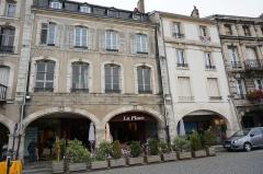 Maisons - Français:   Place Duroc.