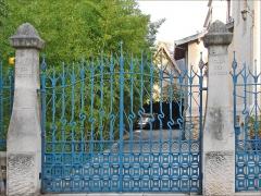 Eglise Saint-Martin -  Portail de la villa Les Glycines du négociant Charles Fernbach, construite en 1902-1903 dans le parc de Saurupt à Nancy par l'architecte Émile André (1871-1923) de l'École de Nancy.