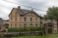 Château des Forges de Lanouée - Français:   Château des Forges de Lanouée: la maison du contremaître.