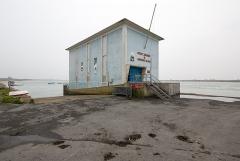 Station de sauvetage en mer de la commune d'Etel, sise dans l'extrémité sud du quai sur la rivière d'Etel - Français:  Vue nord-est de la station de sauvetage en mer d'Étel (France)