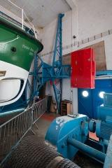 Station de sauvetage en mer de la commune d'Etel, sise dans l'extrémité sud du quai sur la rivière d'Etel - Français:  Contrepoids de la porte pivotante de la station de sauvetage en mer d'Étel (France)