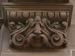 Hôtel des Arts et Métiers, dit aussi Maison des Corporations - Détail de façade, avenue Foch.Bâtiment construit sous l'annexion allemande, de style architecture rhénane de la Renaissance.